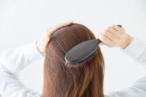 髪の毛ブラッシング